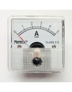 Medidores de panel analógicos y digitales para montajes electrónicos.